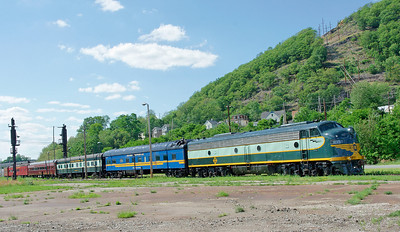 NYGL 833 and coaches at Port Jervis.