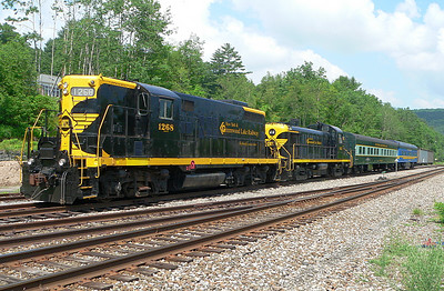 Jim Wilson's NYGL equipment at Lackawaxen 6/18/07. GP9 #1268, RS3 #935, coaches Chestnut Hill and Business Car #3.