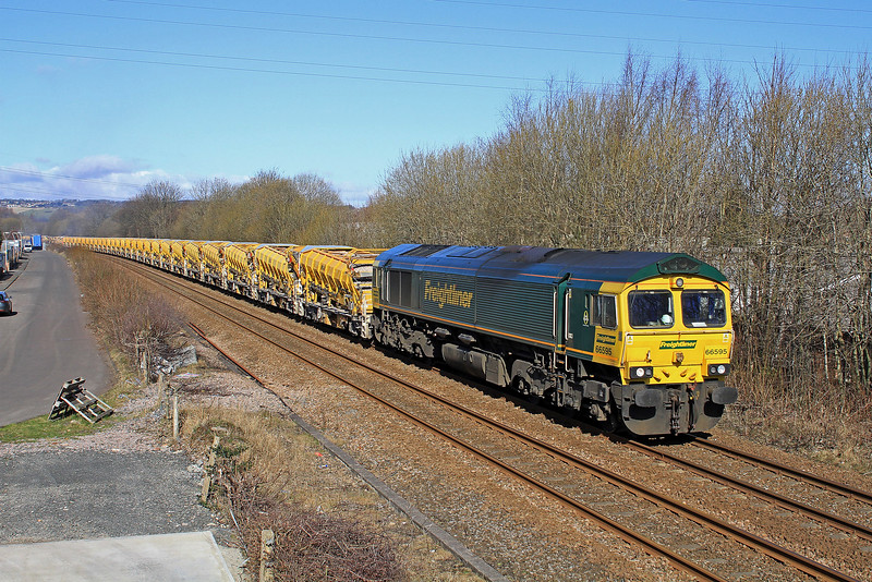 66595 approaches Blaydon with the 09.05 Wamphray G.F - Tyne Yard HOBC train on Sunday,25th March 2018.