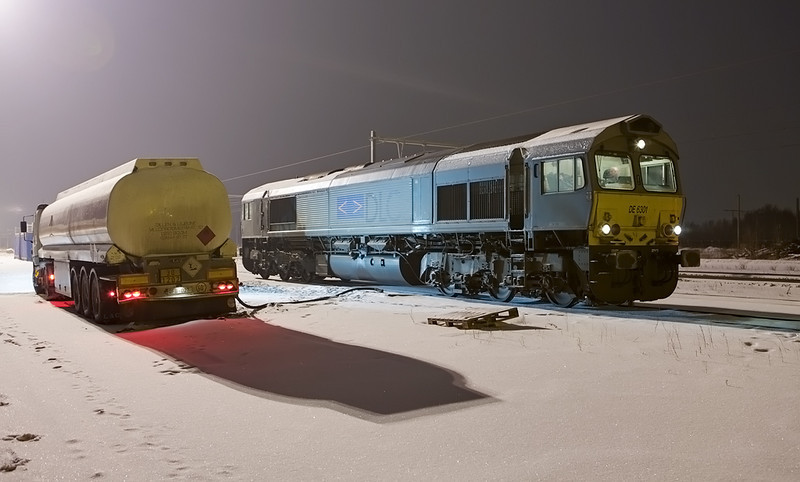 Crossrail/DLC DE 6301 filling up in Montzen.