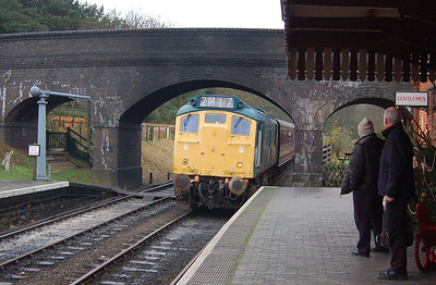 25057 arriving at Weybourne with the 1330 departure from Holt.