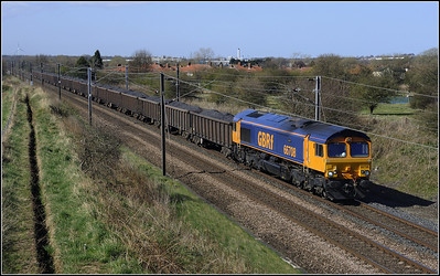 2013 04 29 66708  Potland Burn-Kellingley Colliery loaded coal train passes Dudley.