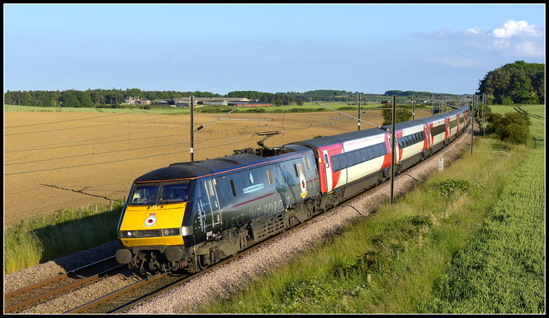 2017 06 18 91110 on the 16.00 Kings Cross-Edinburgh VTEC service at Whinny Hill.