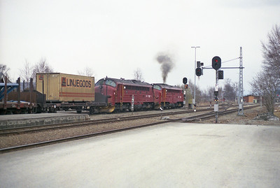 Hellfire!  Di3s 3.626 + 3.603 depart Hell with a Nordlandsbane freight on 19/4/96.