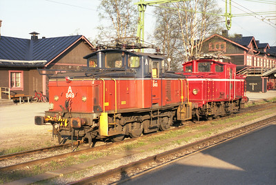 A pair of electric shunters are seen stabled at Gällivare 7/6/95.