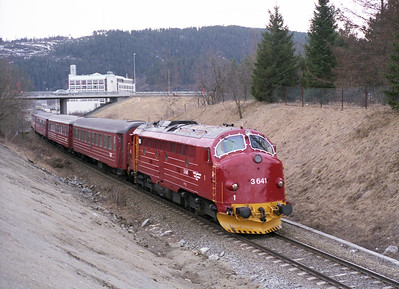 3.641 arrives at Vaernes with the 15.10 Trondheim-Mo i Rana 19/4/96.