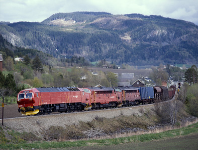 One of the short lived Di6 locos pilots 3.621 & 3.616 on a northbound freight through Skatval 29/5/97.