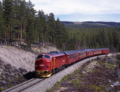 After a long search we found this lovely location near Atna on the Røros line.  3.632 hauls train 301 the 10.05 Oslo-Trondheim, 30/5/97.