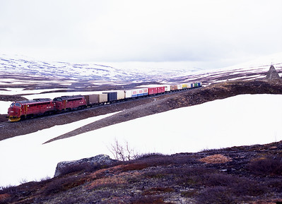 3.633+3.626 pass the cairn marking the Arctic Circle with northbound container train Gt5793 2/6/99.