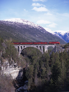 The 09.05 Åndalsnes-Dombås crosses the magnificent Kylling Bru behind 3.625 on 28/5/97.  I had seen this location in a brochure but it took some finding in the forest!
