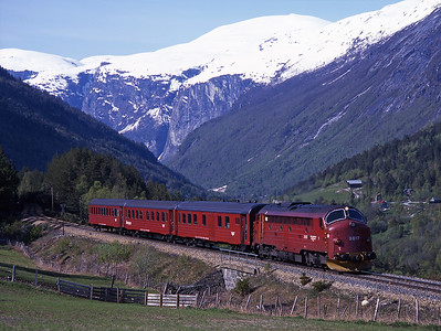 3.617 climbs up to Kylling Bru with train 354 the 16.30 Åndalsnes-Dombås 31/5/97.