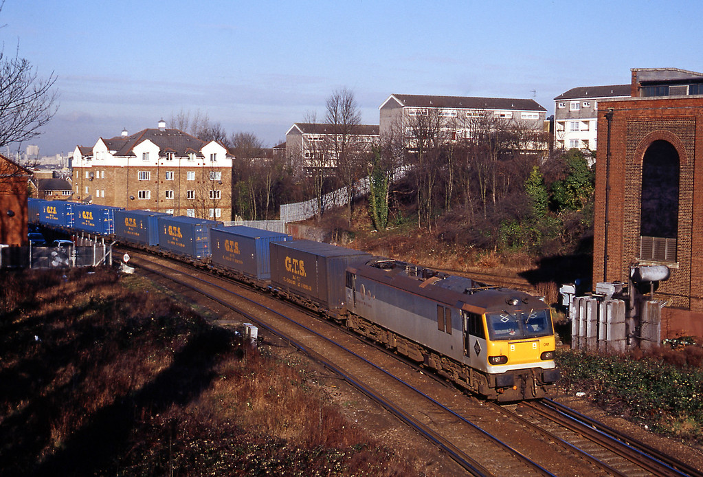 Three days later back at Nunhead for the 4O33 Trafford Park to Bari, one of the bright spots at the time for cross channel freight.