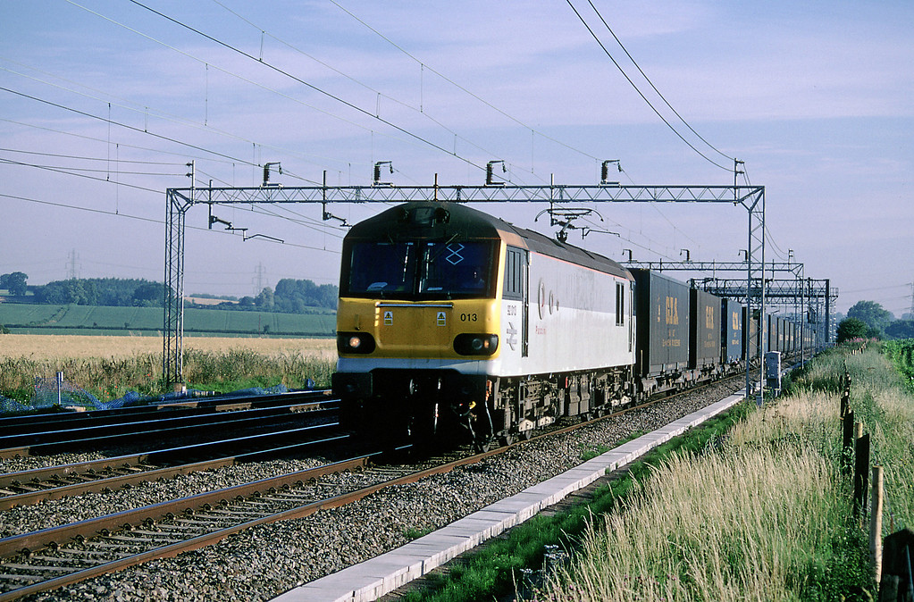 Heading south 92013 Puccini on the tri-weekly 4O33 Trafford Park to Bari GTS train