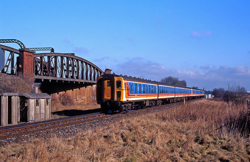 The headcode 93 on South West Trains was a stopping train to Southampton, here formed of a 4CIG and 4VEP