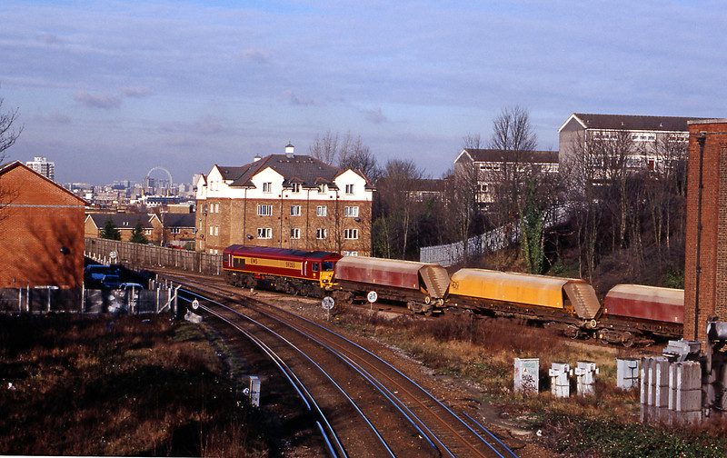 A few minutes later 59203 crossing the junction off the Lewisham (ex-Greenwich Park) line with the 7V55 Angerstein to Park Royal aggregate train.