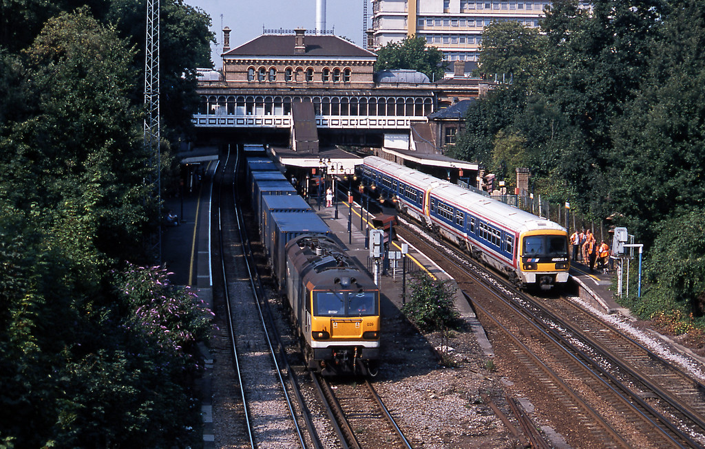 The following day the 4O33 GTS intermodal service from Trafford Park to Bari passing an NSE liveried 465/466 combo at Denmark Hill. This scene has changed significantly with the installation of a new footbridge and lifts