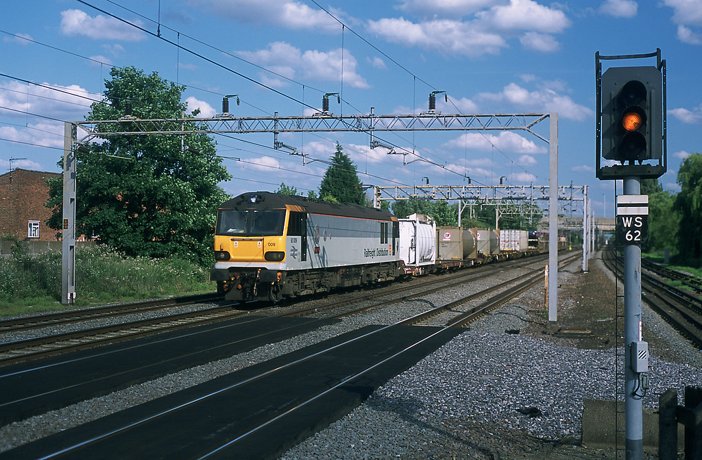 On June 12th I was back at Headstone Lane, 92009 was on the 6X77 Wembley to Mossend wagonload service.