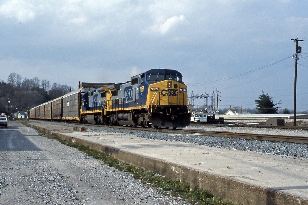 Heading south through the old station on the mainline to Knoxville, TN a train of auto racks headed by 7667 a C40-8W.