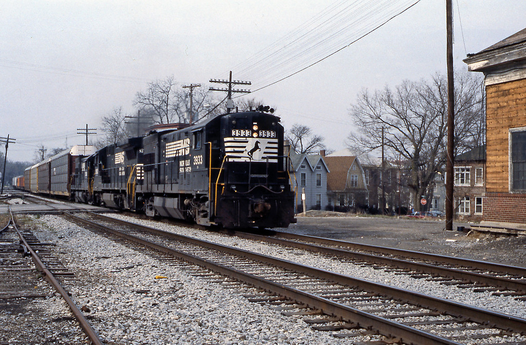 From Bedford I drove to Indianapolis, to look round the shop at Union Station and from there to Lafayette, where I stopped the night. So Day 7 started with this picture of a Norfolk Southern train on the former Wabash. 3933 is an ex-Southern Railway GE U Boat, a  U23B.