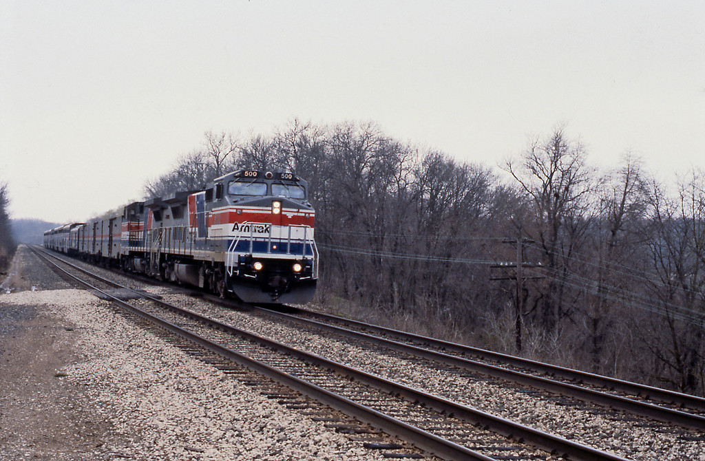 Day 8, from Bloomington I drove north to Edelstein Hill on the Santa Fe. The first train I saw was Amtrak 4, the eastbound Southwest Chief, with a pair of the then new GE P32-8WH in Pepsi Can livery.