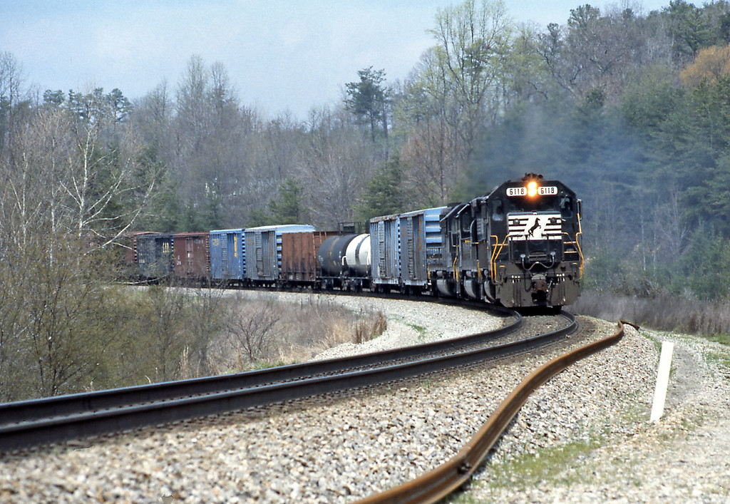 North of Whitley City it's SD40-2 6118 again, presumably the earlier piggyback must have overtaken this slower merchandise train in one of the passing sidings. This was my last picture along the CNO&TP today, from Highway 27 I headed NE towards Corbin in CSX territory.