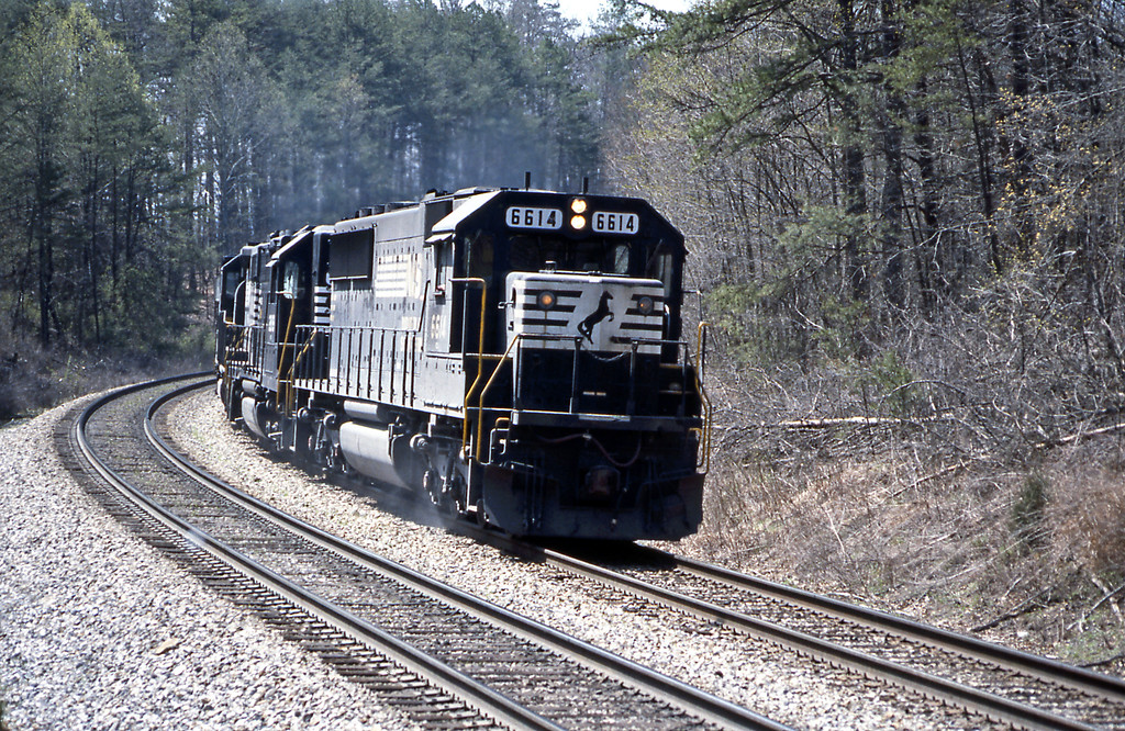 6614 heads north through the Daniel Boone National Forest.