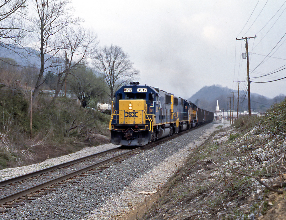 The same train passing Gate City, VA. From Gate City I returned to Somerset, KY, a drive of around 160 miles. it had been a long and tiring day. 8512 is an EMD SD50.