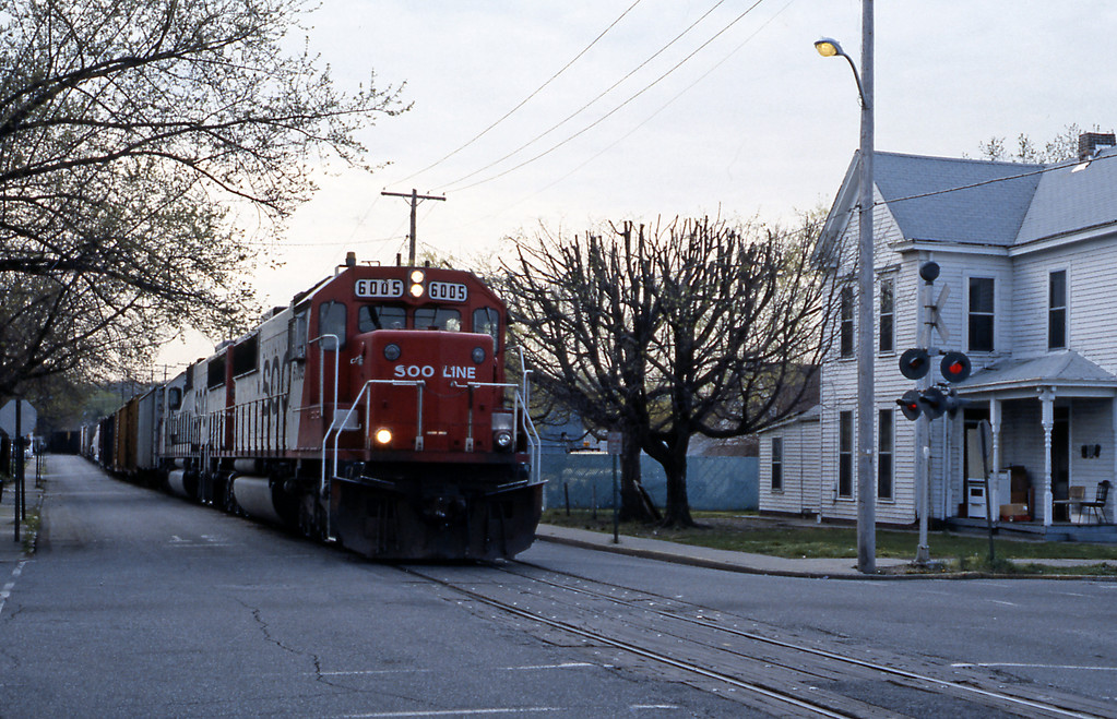 Day 6 started on a bum note, I had a puncture. I had a space saver tyre but needed to get the puncture repaired at the local Goodyear workshop. That delayed me, but the delay turned out to be a blessing in disguise as it meant I caught this Soo Line northbound mixed freight headed by SD60 6005 street running through New Albany on the former Monon. The Soo gets to Louisville on account of its takeover of the Milwaukee Road which had trackage rights over the Monon (now CSX) from Bedford to Louisville.