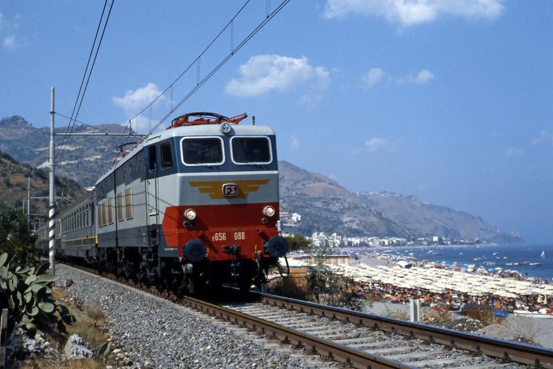 E656 088 on the Roma Termini to Siracusa morning intercity service, alongside the beach just north of Taormina.