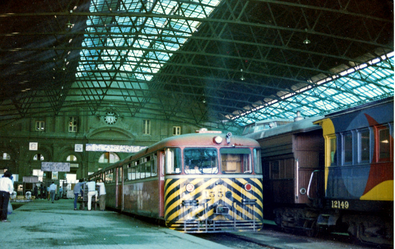 Inside the Jose Artigas Central station, a train of four railbuses await the right away. IIRC the cars on the right were part of an exhibition.