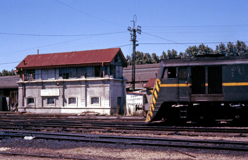 A 1500 class sits opposite the Jose Artigas Central Station signalbox, a very British looking box, albeit on a concrete base.