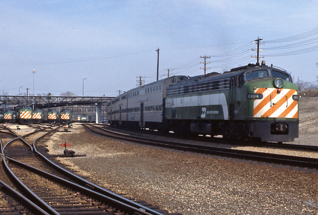 On Sundays there's a train every two hours, an E9 pushes away from Aurora bound for Chicago.