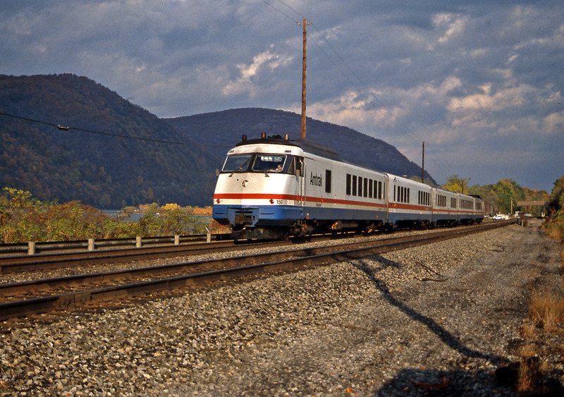 Speeding south is one of the Rohr Industries RTL Turboliners, one of Amtrak's first new purchases and based on French technology. I liked them, they sounded (and smelt) like a jet aircraft.