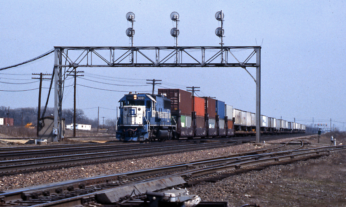 9061 is an SD60, leased to BN by General Motors through Oakway Leasing. It is westbound through Eola on a relatively short intermodal train.