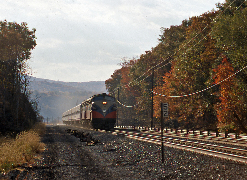 From New Jersey I headed North to spend the night in Cold Spring, prior to catching the Adirondack to Montreal from Poughkeepsie. The following morning, October 26th, a pair of Metro North FL9s are westbound on a Grand Central to Poughkeepsie local.
