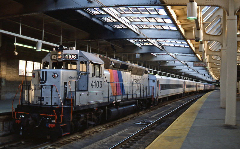 25th October. At Newark the Raritan Valley train awaits. 4106 is a GP40 originally owned by CNJ.