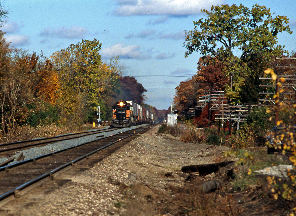 22nd October 1988; a Soo Line St Paul to Chicago 'Sprint' piggyback train approaching Lake Forest, Il.
