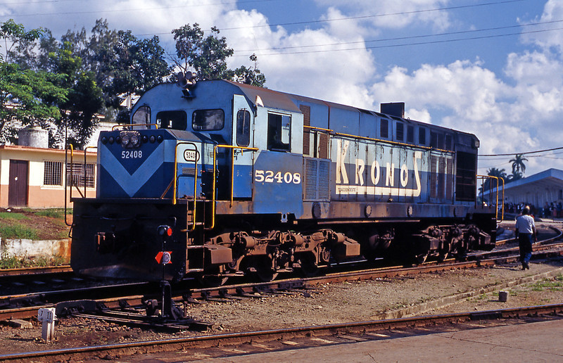 Also at Camaguey station was 52408 one of the MLW MX624s, which were the principal motive power on the island in 1999.