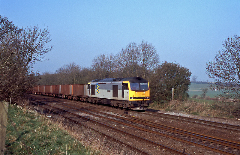 A Santon to Immingham empty iron ore , this time with 60054 up front.