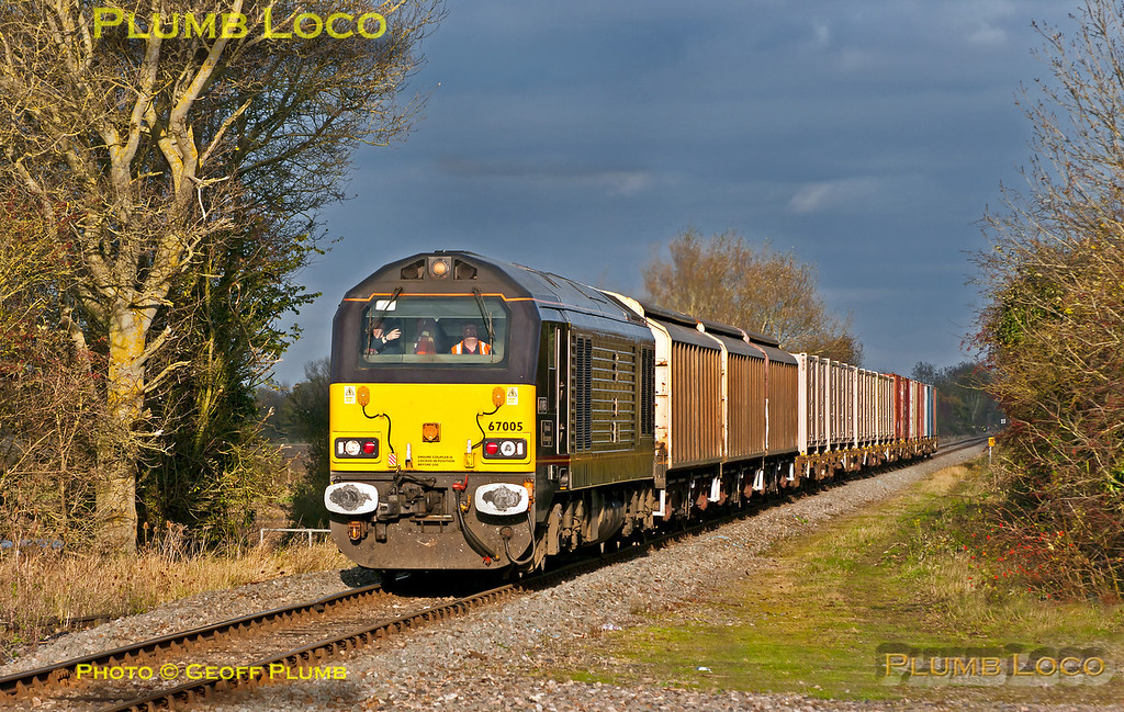 """""""Not quite the sort of train one is used to""""... Royal Class 67 No. 67005 """"Queen's Messenger"""" is approaching Islip station in fortuitous glorious sunlight as it works 6A48, the 14:16 trip working from MoD Bicester to Didcot Yard, normally a Class 66 working. 14:40, Wednesday 7th November 2012. Digital Image No. GMPI12853."""