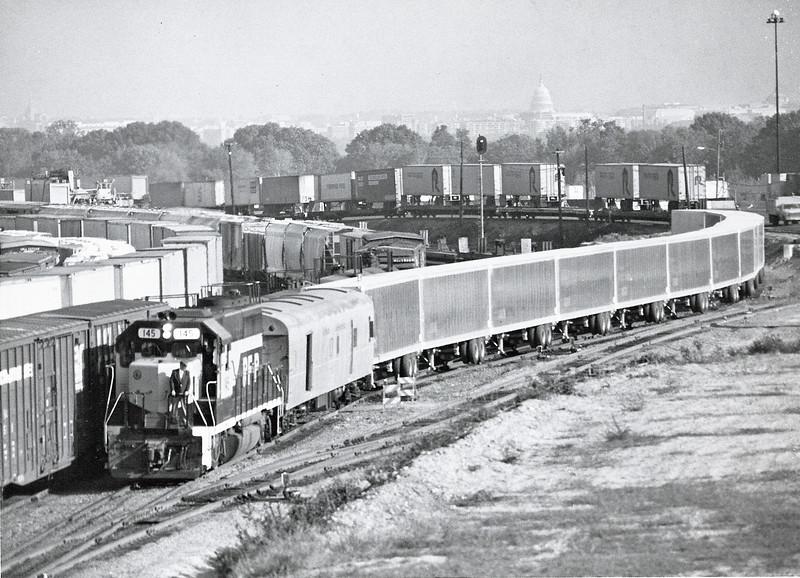 The First RoadRailer Train