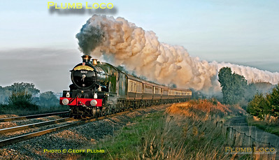 """Just a few minutes after sunrise and with the temperature just above freezing, GWR Castle Class 4-6-0 No. 5043 """"Earl of Mount Edgcumbe"""" puts on a wonderful display as it heads south at Clattercote crossing with 1Z43, the Oxford University Railway Society 80th Anniversary special train. This departed from Solihull at 07:05 and was heading for Bath via the Berks & Hants line. 08:02, Saturday 15th October 2011. Photo taken from a public footpath across the line. Digital Image No. GMPI10413."""