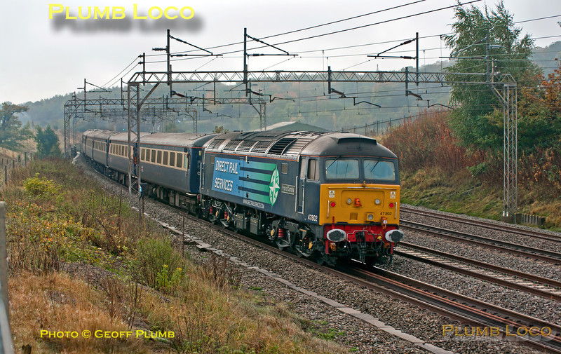 """I hadn't expected to see this, but as it was running around 75 minutes late I managed to get it! DRS 47828 is leading 1Z07, from Liverpool to Victoria in connection with a TUC event in London. 47802 """"Pride of Cumbria"""" brought up the rear of the train as it passes Old Linslade with """"The Great Briton"""" set of coaches at 10:32 on Saturday 20th October 2012. Digital Image No. GMPI12651."""