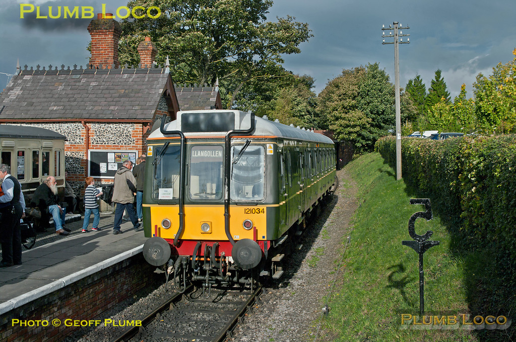 121 034, Chinnor Station, 1C10, 19th October 2013