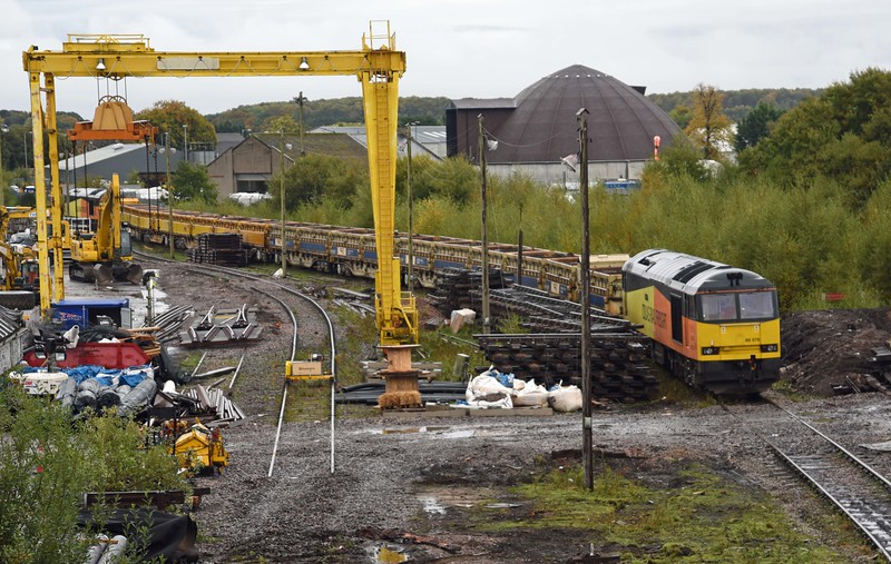 60076 and 60085 with side tipping ballasters in Elgin Yard