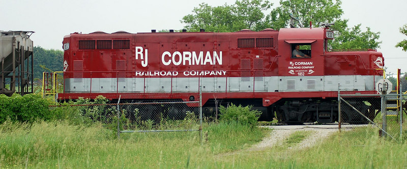 A brightly painted engine from short-line R.J.Corman delivers potash hoppers to an agricultural fertilizer company in Greenville, Ohio.    I wonder if it's the engineer's job to wash and wax the engine each week?