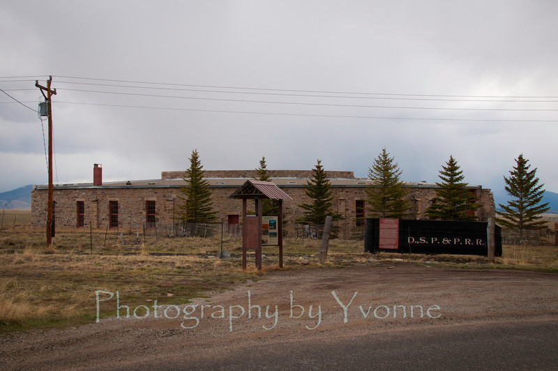 Outside view of Como CO roundhouse