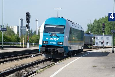 20-007 gives way to 223-065 at Kempten 03 Jul 2015