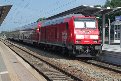 245-002 departing Geltendorf for Munich. These are replacing the 218s