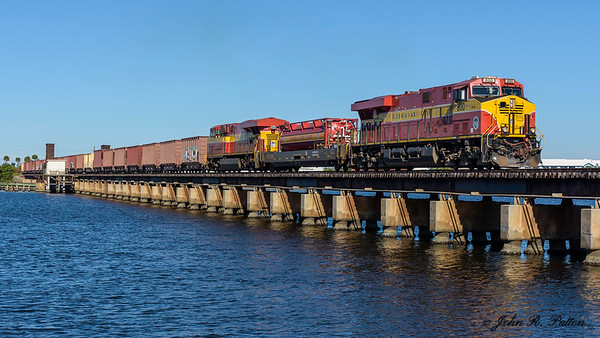 A southbound Florida East Coast Railway freight train 109 with diesel locomotive FEC800, a GE ES44C4, crossing the St. Lucie River in Stuart, Florida.  JPat_191203__D813919
